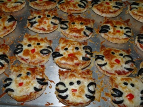Pizzas: Hello Kitty?