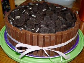 Kit Kat Oreo Cake