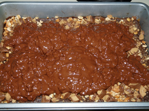 Melt chips, butter and peanut butter, stir in cereal and spread over pan