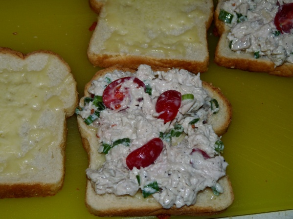 Spread turkey salad onto on half of the grilled bread slices