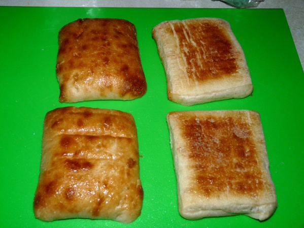Brush oil on top and bottom of each ciabatta