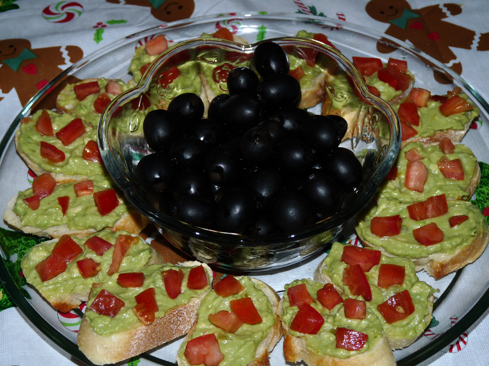 Christmas Avocado Crostini Wreath
