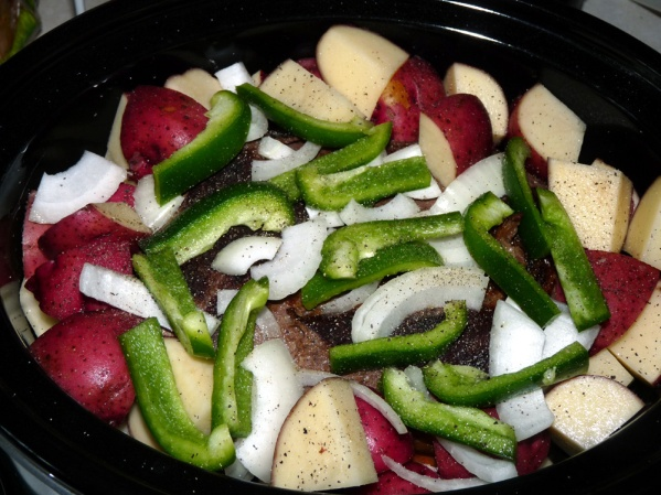 Layer potatos around and over the roast, then cover with green pepper slices