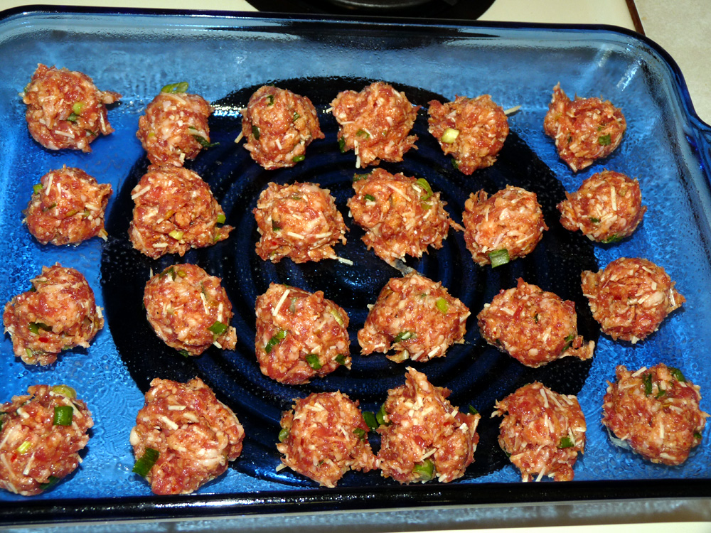 Use a scoop to make meatballs, then roll them in your hands