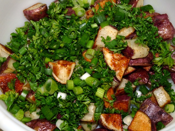 Add potatoes, asparagus and chopped green onions and parsley to a large bowl.