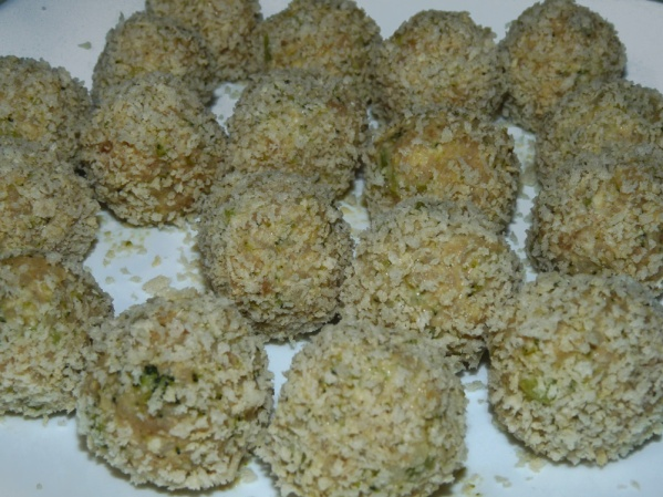 Roll balls in bread crumbs and place on plates again