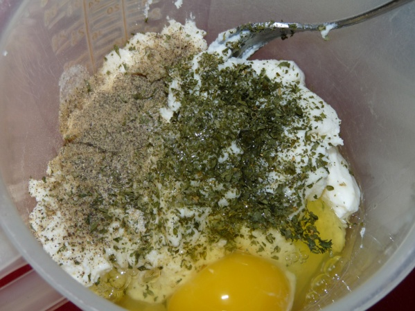 Combine ricotta, egg, parsley, salt and pepper