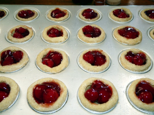 Fill cups with a tablespoonof pie filling. 2 or 3 cherries per cup with glaze worked for me.