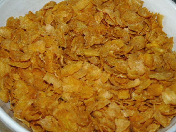 Crush corn flakes and placein shallow bowl