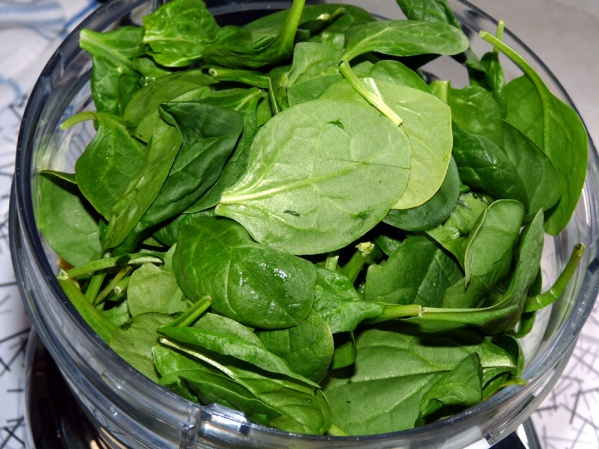 Add spinach leaves