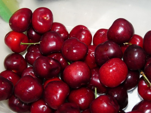 Wash cherries, cut in half and remove pits. Roughly chop