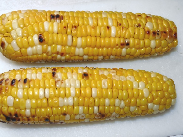 Cut the kernels off of 2 ears of grilled corn