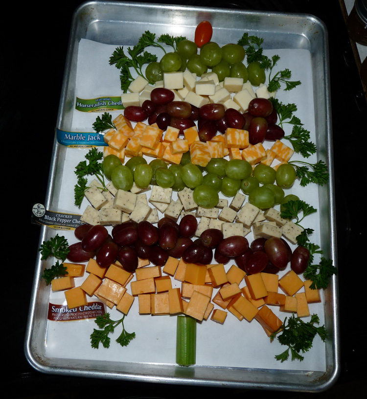 Cheeses and Grapes Appetizer Tree