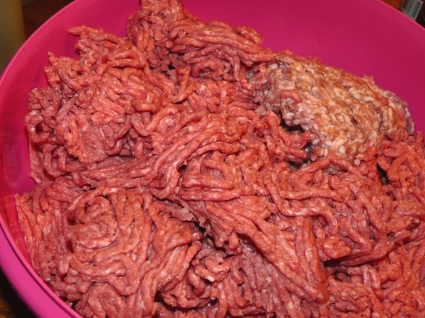 Use a 2:1 ration of ground beef to ground pork. I used 6 lbs of beef and 3 lbs of pork.