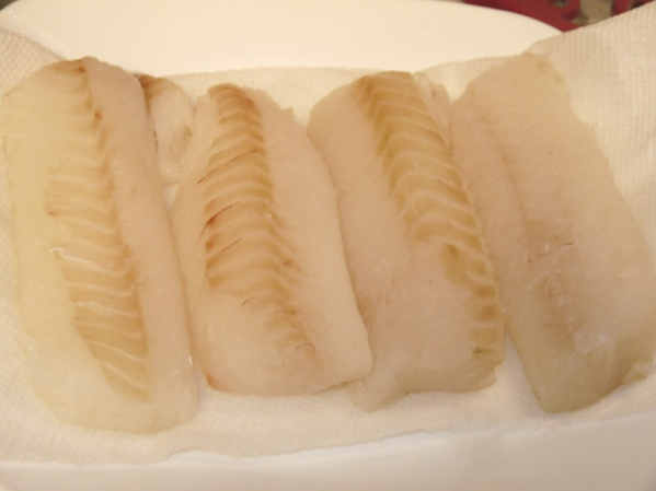 Rinse and pat the cod filets dry.