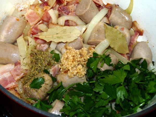 Add bay leaves, garlic, basil and chopped parsley and stir well.