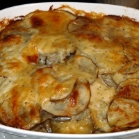 Scalloped Potatoes {My P.S. cooks!}