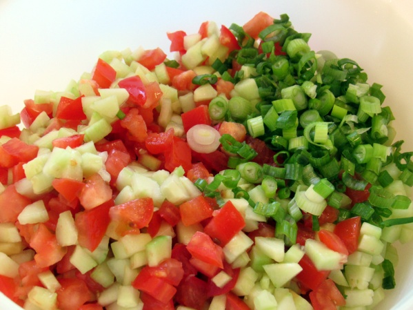 Chop the onions, tomatoes and cucumber finely. Thinly slice the green onions