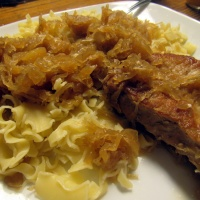 Pork Chops with Sauerkraut and Apples